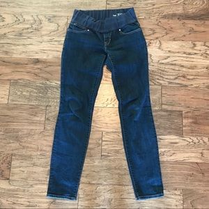 Soft and comfortable maternity jeans